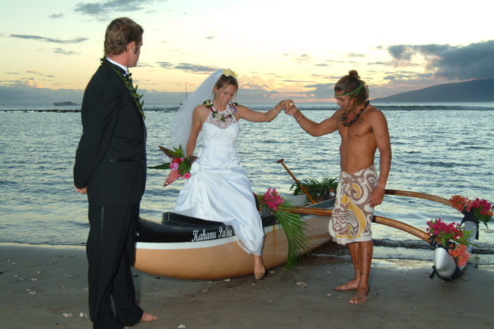 : hawaiian wedding traditions