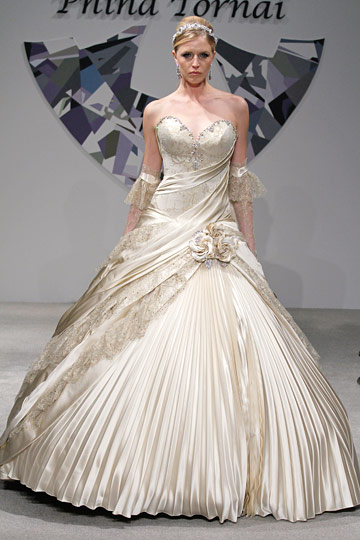 : pnina tornai short wedding dresses