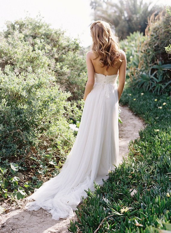 : wedding dresses for rustic weddings